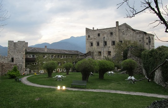Castel Pergine cortile