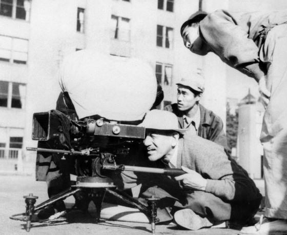 Yasujiro Ozu ed il suo tipico punto di vista dal basso