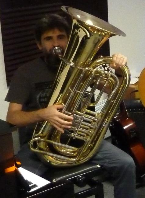 Con il basso tuba